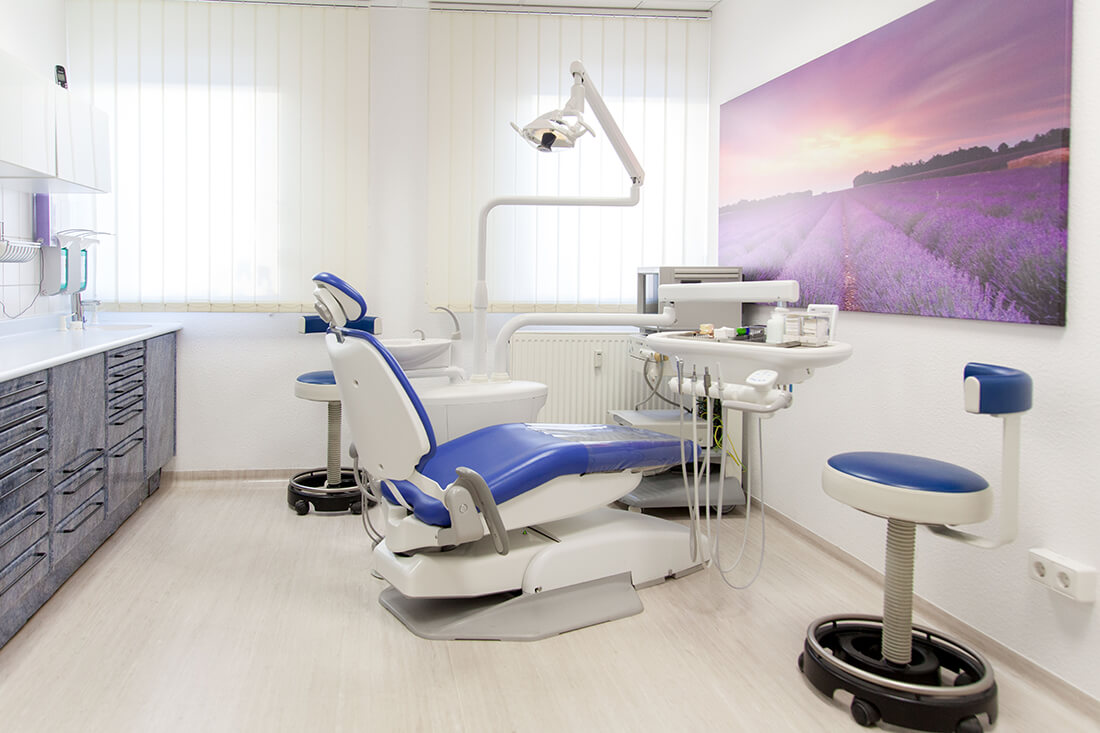 Praxis - Zahnärztin Leipzig - Zahnarztpraxis Dr. Bettina Günther - Behandlungszimmer 1