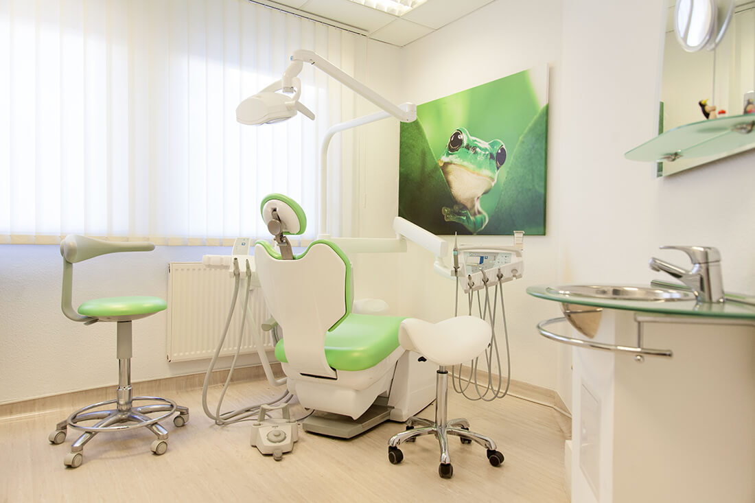 Praxis - Zahnärztin Leipzig - Zahnarztpraxis Dr. Bettina Günther - Behandlungszimmer 2